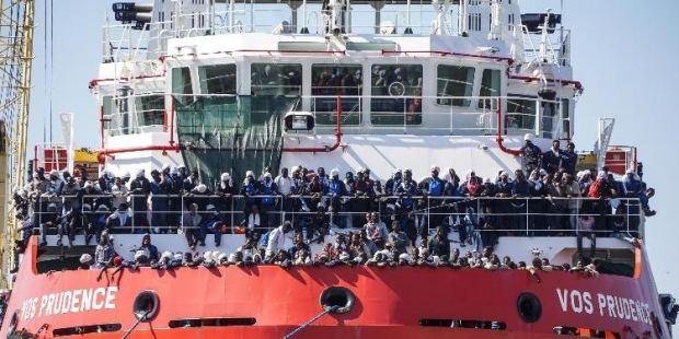 """على متن سفينة """"أكواريوس"""".. وصول أكثر من 630 مهاجرا إلى إسبانيا"""