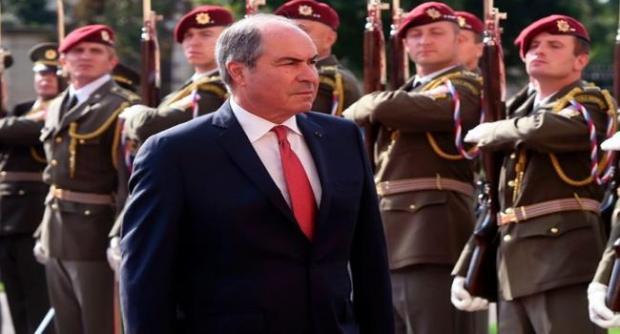 بعد موجة احتجاجات.. رئيس الوزراء الأردني يستقيل