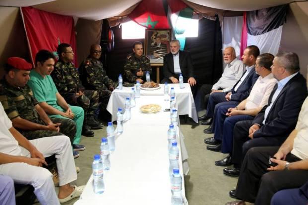 بالصور من غزة.. هنية وقادة من حماس يزورون المستشفى الميداني المغربي