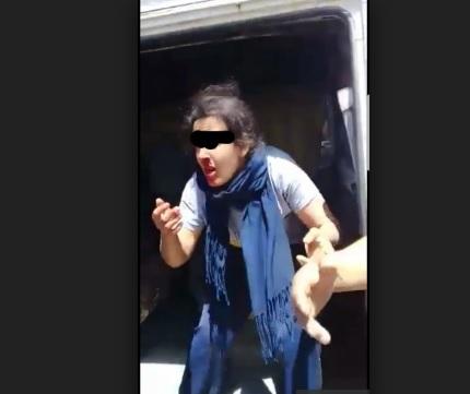 الملثمين وناس الدوار بغاو يقلبو كلشي على البنت والخطاف.. ضربني وبكا سبقني وشكا! (فيديو)