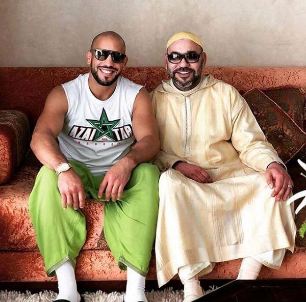 صورة جديدة مع أبو زعيتر.. الملك بالجلابة والطاقية