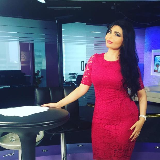 بالفيديو والصور.. التحقيق مع مذيعة سعودية بسبب ملابسها!