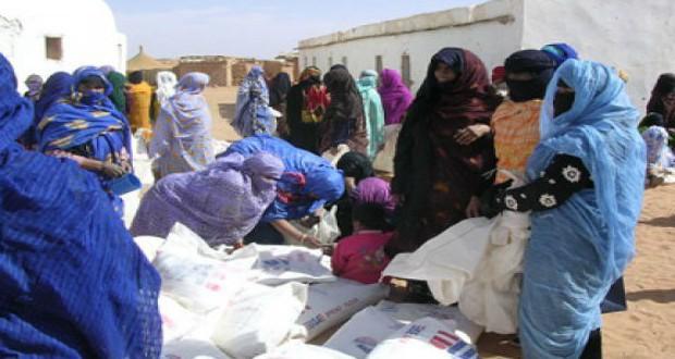 نقل العشرات إلى المستشفى.. قيادات البوليساريو توزع تمورا فاسدة في مخيمات تندوف