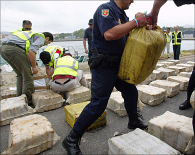 غير بيناتهم.. عصابة تسرق مخدرات عصابات أخرى في إسبانيا
