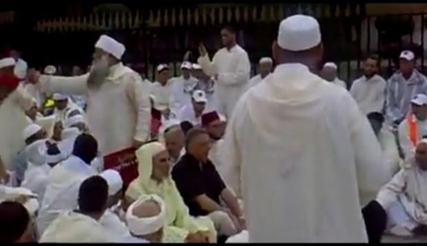 """واخا قديم دار الحدث.. """"بويا زيان"""" كيقرا القرآن قدام البرلمان! (فيديو)"""