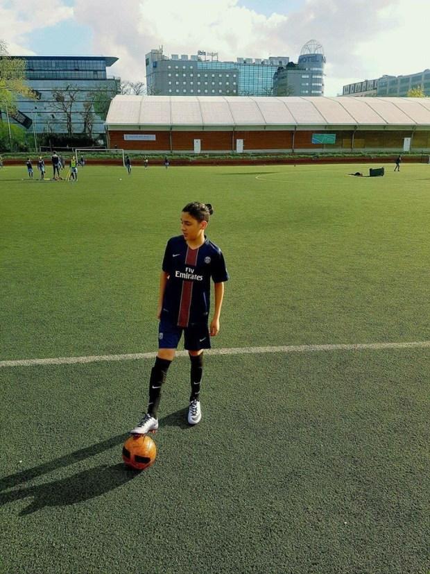 """غادي يلعب مع باريس سان جيرمان.. حقيقة الطفل """"المغربي"""" يوسف أسامة (صور)"""