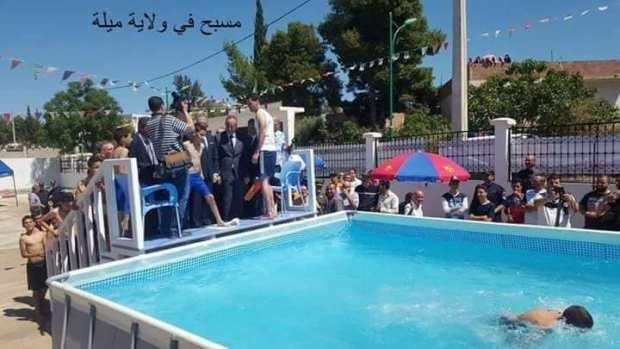 """الجزايريين مقشبين عليه.. والي مشا دشّن مسبح """"بلاستيكي""""!! (صور)"""
