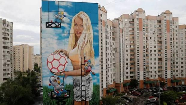 مونديال روسيا.. كلّفوه يزيّن المدينة رسم مراتو فعمارة من 12 طبقة!
