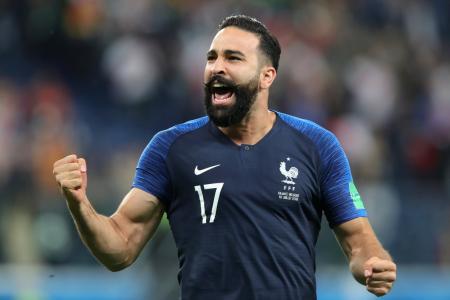 لاعب المنتخب الفرنسي عادل رامي: فخور بكوني من أصول مغربية (فيديو)