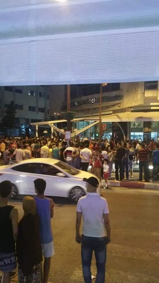 طوموبيل دخلات فقهوة والجرحى بزاف.. حادث سير خطير في فاس (صور وفيديو)
