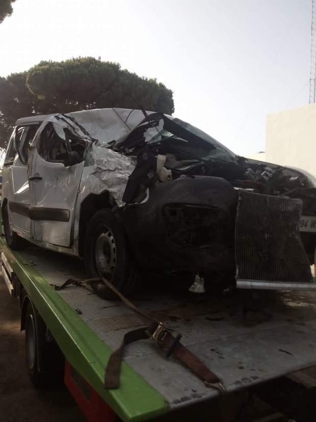 حضيو مع الروايض ديال الطوموبيلات.. انفجار عجلة سيارة يقتل شخصين قرب العرائش (صور)