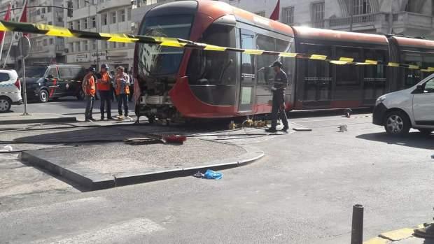 بالصور والفيديو من كازا.. حادثة سير تشل حركة الترامواي