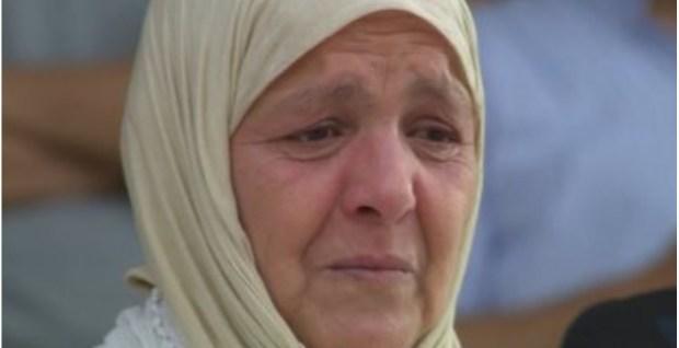 بالصور والفيديو.. دموع والدة الراحل أخميس في لقاء بركان والمصري