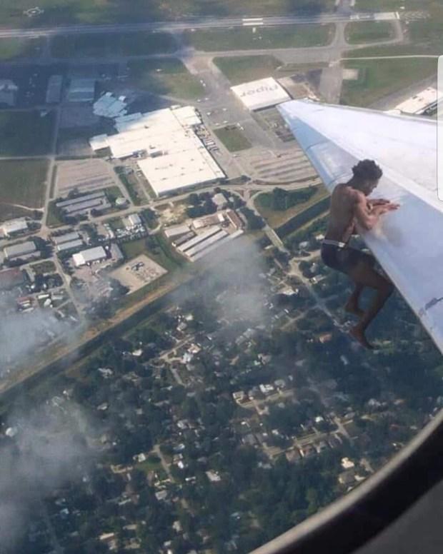 بالصور والفيديو.. حقيقة الإفريقي اللي سافر من إفريقيا لأمريكا فوق جناح طائرة!!