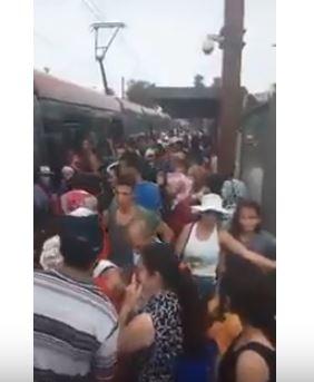 بالفيديو.. ركاب ترامواي كازا قتلهم الصهد والزحام