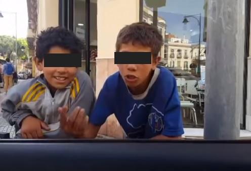 بالفيديو.. طفل مغربي وصل لمليلية من قادوس!