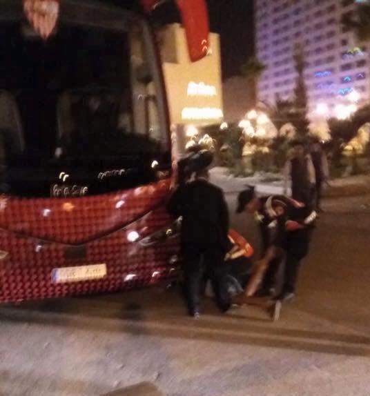 السوبر الإسباني/ طنجة.. حقيقة محاولة التسلل إلى حافلة إشبيلية (صور)
