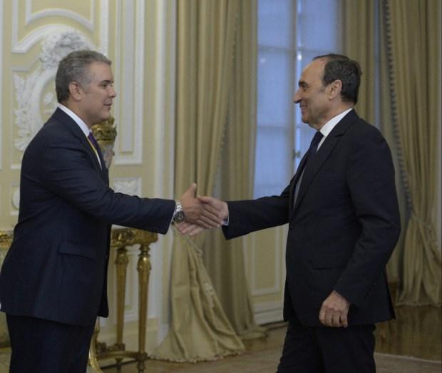 رئيس كولومبيا الجديد: أحترم الملك وما يقوم به