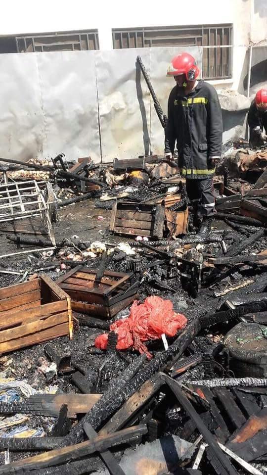 بالصور والفيديو من مكناس.. حريق في سوق الخضر والفواكه