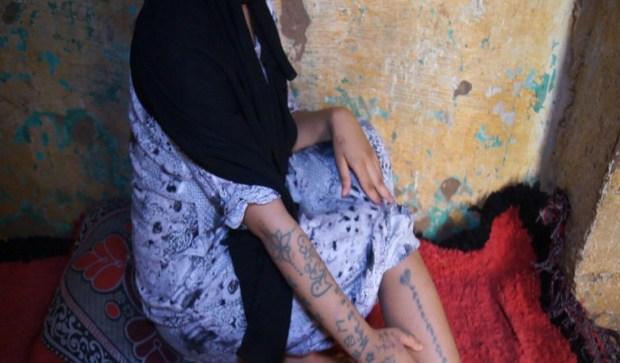 """حتى خسّرات سمعة المغرب.. أخصائيون يكذبون رواية خديجة """"مولات الوشام""""!"""