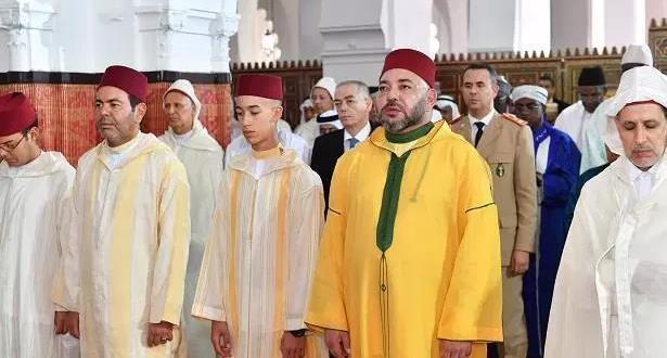 الرباط.. الملك يؤدي صلاة العيد في مسجد أهل فاس