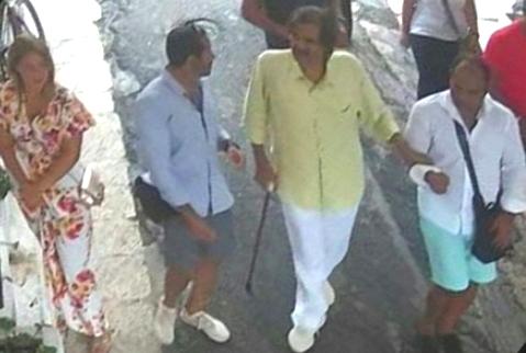 دير الخير ونساه.. أمير قطر السابق يزور عجوزا إيطالية قضى حاجته في بيتها!!