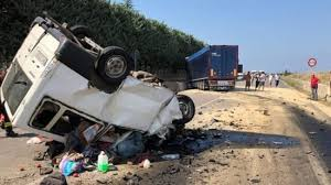 خدامين فالطاليان بلا وراق.. مغربيان ضمن ضحايا حادثة سير قتل فيها 12 شخصا