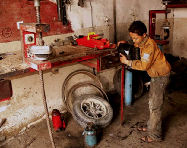 """الصناعة التقليدية.. قانون جديد يمنع تشغيل الأطفال ويمنح العمال """"السميگ"""""""