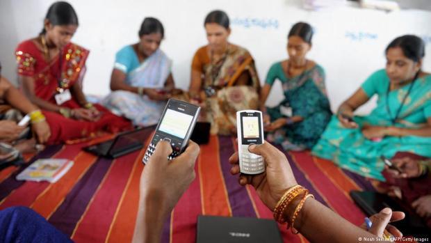 مليار هندي غادي يتبرع بالفراجة.. بث مباشر ومجاني لمباريات الليغا عبر فايس بوك