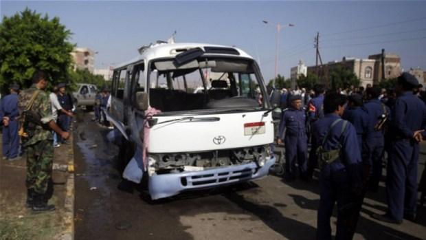 """اليمن """"غير"""" السعيد.. مصرع 29 طفلا في هجوم على حافلة"""