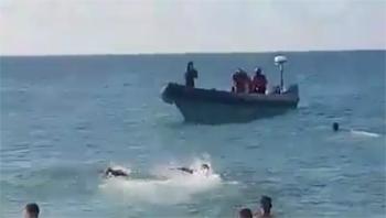 """كان على متنه حراكة.. البحرية الملكية تطلق الرصاص على """"فانطوم"""""""