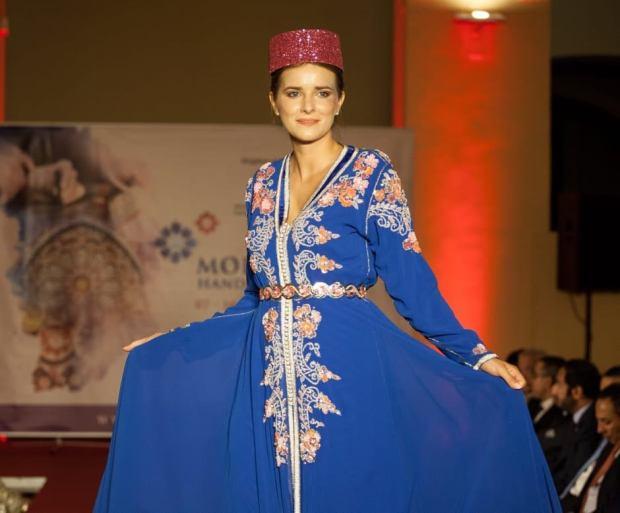 بعد أسبوع الموضة في إسطنبول.. سارة الزروالي تعرض القفطان المغربي في هنغاريا (صور)