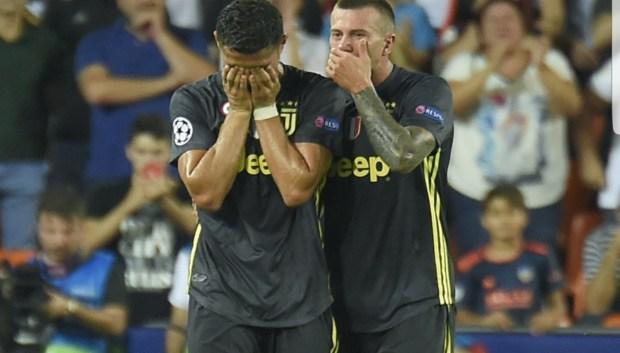 ضربو نحس إسبانيا.. رونالدو يتعرض للطرد في أول مباراة في دوري أبطال أوروبا (صور وفيديو)