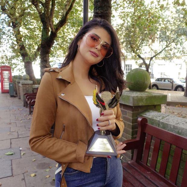 بالصور والفيديو من لندن.. جائزة أفضل مغنية لسلمى رشيد