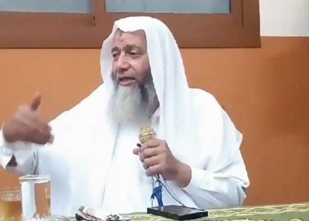 بالفيديو.. سلفي مصري يحرم ذهاب المرأة للكوافير!