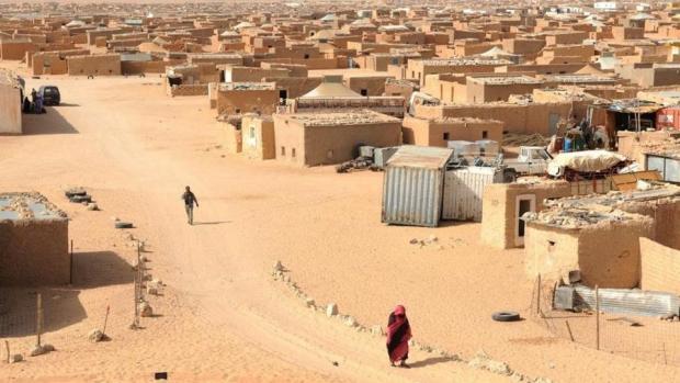 منعت دخول الشاحنات المحملة بالمواد الغذائية.. الجزائر تحاصر مخيمات تيندوف