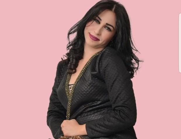 ما كتعياش من الكذوب.. سينا ردات الممثلة البريطانية إيميليا كلارك ختها!!