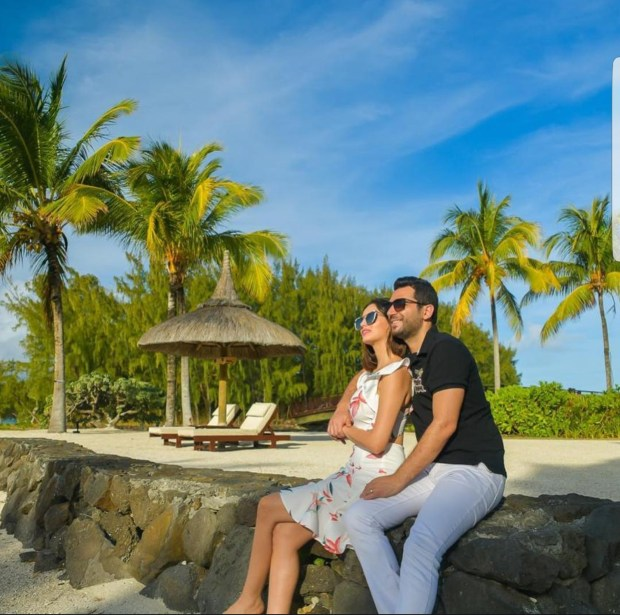 باقي مصيفين.. إيمان الباني وزوجها في جزر موريس (صور)
