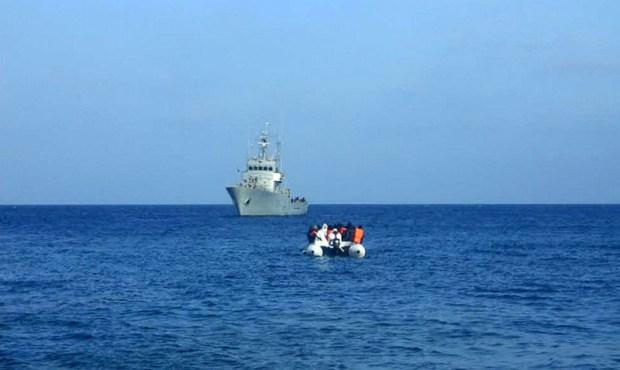 قاربهم تاه في البحر ومعهم جثة.. البحرية تنقذ 39 حراكا ضواحي طنجة