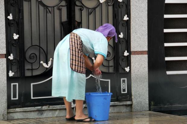 نجية أديب: قانون العمال المنزلين يُقنن عبودية القاصرين! (فيديو)