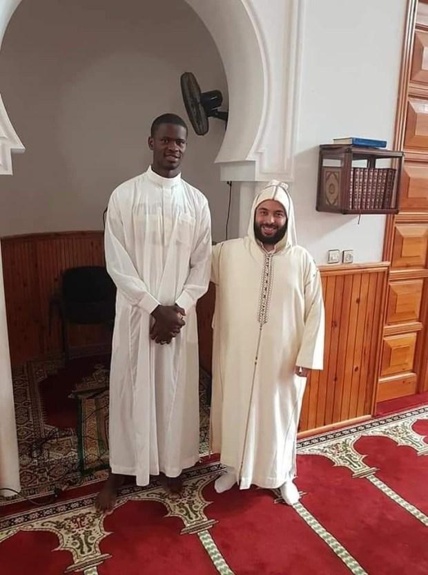 كان اسمه رودولف.. لاعب كرة سلة مسيحي يعتنق الإسلام في العرائش