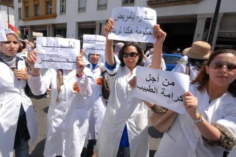 ابتزاز.. أطباء القطاع العام يهددون بالهجرة الجماعية!!