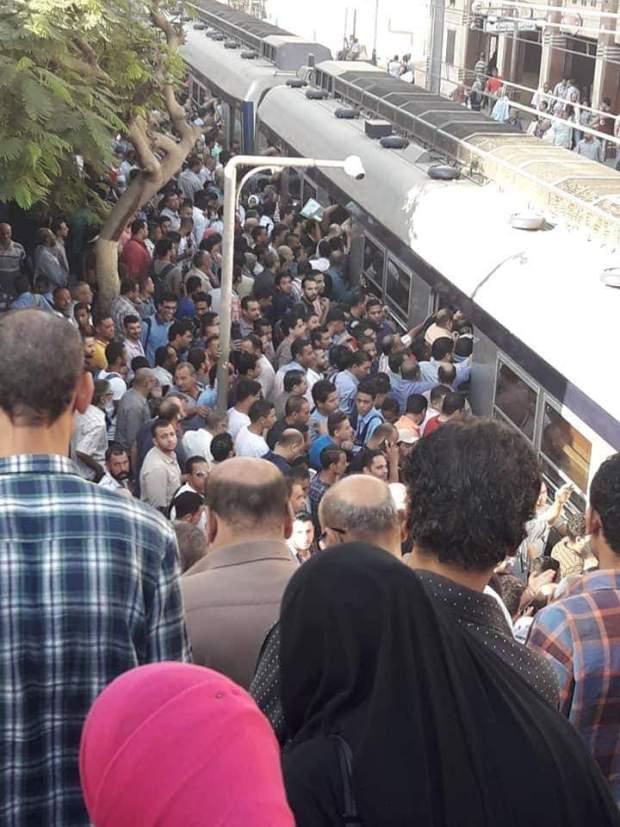 """بالصور من مصر.. """"يوم الحشر"""" في محطة ميترو!"""