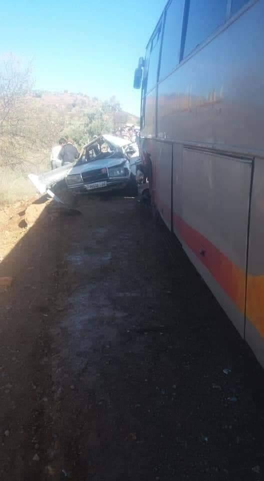 اصطدام حافلة وطاكسي.. قتلى وجرحى قرب أزيلال