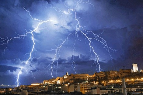 الشرق والغرب والشمال.. تحذيرات من أمطار عاصفية اليوم
