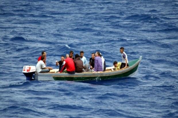 سُرقت من مرسى العيون.. توقيف قارب يقل 9 مهاجرين