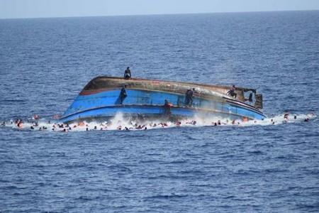 بوجدور.. انقلاب قارب صيد يودي بحياة بحار