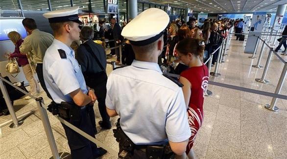 ولايني فضيحة هادي.. احتجاز برلمانيين ووزيرين سابقين في مطار فرانكفورت حيت مشاو بلا فيزا!!
