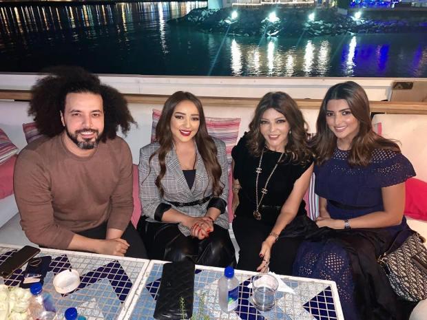 جلسة في دبي.. أربعة مشاهير مغاربة على مائدة واحدة في الإمارات