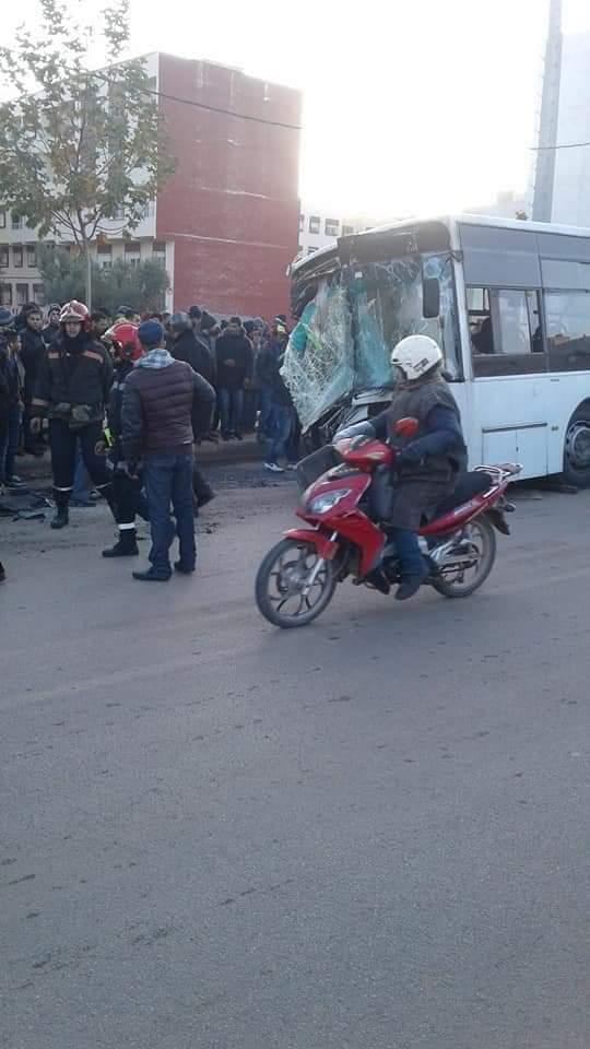 بالصور من فاس.. إصابة 13 شخصا في اصطدام طوبيس بشاحنة